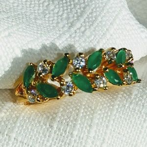 Beautiful emerald and white topaz band ring